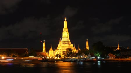 tajlandia : Wat Arun is the fascinating culture. A major tourist attraction in Bangkok, Thailand.