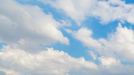 meteorologia : Clouds on a windy day The sky is blue. Time lapse video