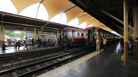 mozdony : Bangkok - Thailand, 3 Aug 2019: Hua Lamphong Railway Station is one of the major transportation hubs of Bangkok.