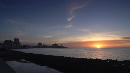 crepúsculo : Sunset in the Malecon of Havana
