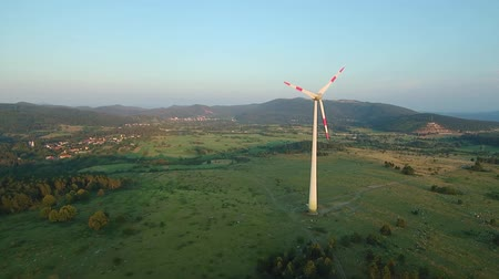 пропеллер : Aerial - Wind turbine blocking the sun with propeller at sunset Стоковые видеозаписи