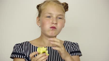 строгий вегетарианец : beautiful young girl dressed in a striped dress eating an apple. healthy food - strong teeth concept