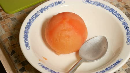 Removing the peel from the tomato