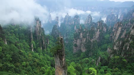 мир : Rock landscape in Zhangjiajie