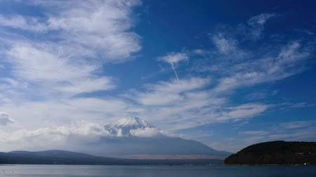timelapse : Mount Fuji from Lake Yamanaka