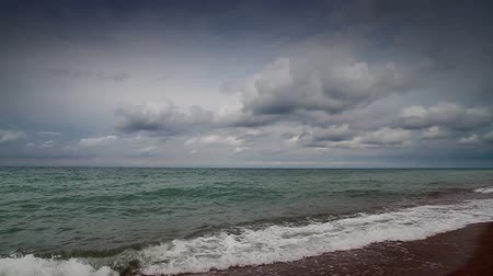 přední : The sea in front of the deteriorating weather. Slow motion & Time-laps