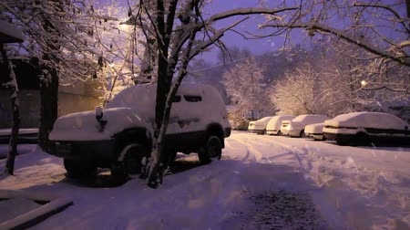 kar fırtınası : Early morning on the snow-covered parking lot