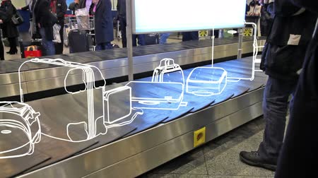 ремень : On the conveyor belt is moving animated baggage