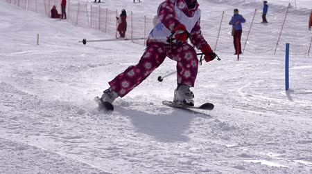esqui : Seven-year girl participates in downhill skiing Stock Footage
