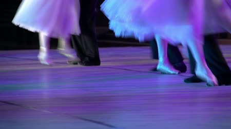 bale : Couples dancing classical ballet on the stage Stok Video