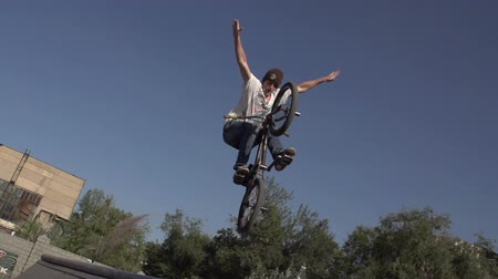bmx : Competition among professionals and fans of extreme sports. Young men perform stunts on bikes. Slow Motion at a rate of 240 fps