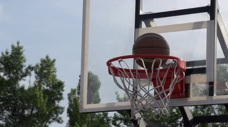 tiro : The ball enters the basket basketball. Slow Motion at a rate of 240 fps Stock Footage