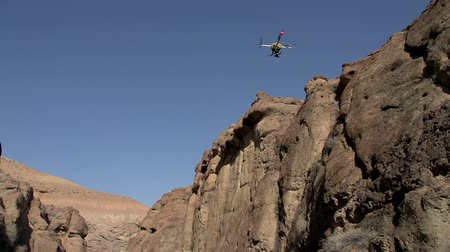 bulmak : Quadrocopter flight between the walls of the gorge