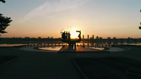 mito : Monument to the founders of Kyiv at sunrise, beautiful cityscape in fiery sunlight. Statue of Kyi, Shchek, Horyv and Lybid over the Paton bridge. Capital of Ukraine