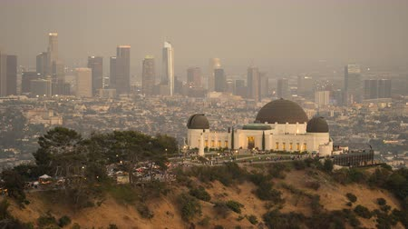 akşam vakti : Sunset time lapse of Griffith Park Observatory. Day to night. Los Angeles cityscape, California.