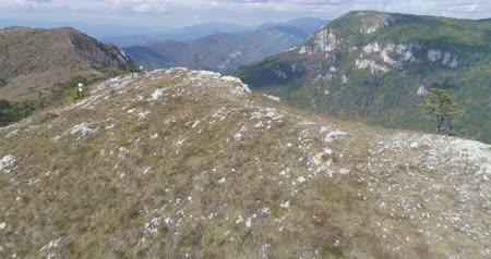 erdély : Flight over of group hiker on the edge of mountain - October 2017: Domogled, Transylvania, Romania