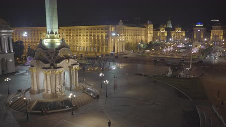 escala : Maidan square with fountains in Kiev at night. Independence monument - June 2017: Kiev, Ukraine