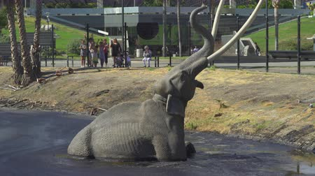 mammoet : La Brea -teerputten, meer in Los Angeles. Prehistorische Wooly Mammoth - augustus 2017: Los Angeles, Californië, VS.