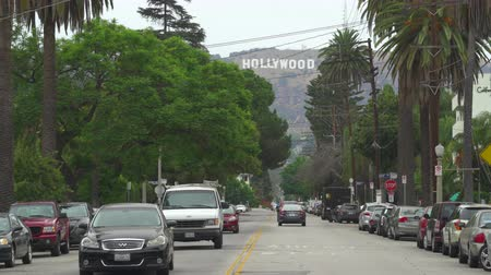 los angeles skyline : Los Angeles busy street scene with palm trees and Hollywood sign - August 2017: Los Angeles California, US