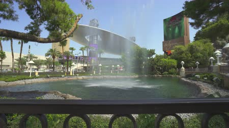 las vegas boulevard : Las Vegas street scene. Wynn hotel and casino fountain. Slider shot - August 2017: Las Vegas, Nevada, US Stock Footage