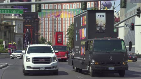 las vegas boulevard : Heavy traffic on Las Vegas boulevard. Las Vegas strip junction - August 2017: Las Vegas, Nevada, US