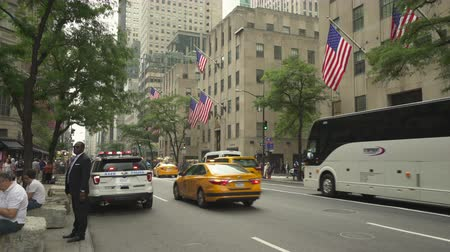 jam : New York city traffic, busy street scene with police car. 5th avenue, Manhattan - August 2017: New York City, NY, US Stock Footage