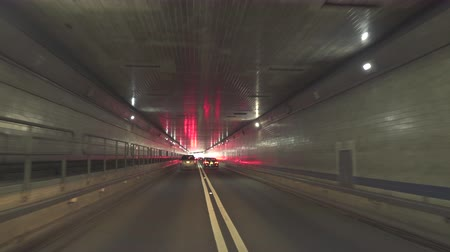 вводить : Lincoln Tunnel inside. Going through the Lincoln Tunnel towards New York City - August 2017: New York City, NY, US