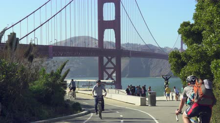 marmeláda : Cyclists in the Golden Gate Bridge - August 2017: San Francisco, California, US