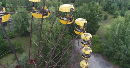 radyoaktif : Aerial view of Pripyat ferris wheel. Nuclear accident 30km Chernobyl exclusion zone, Ukraine