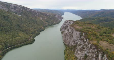 sérvia : Aerial view of Kazan canyon and Danube river. Serbian Romanian border, iron gate
