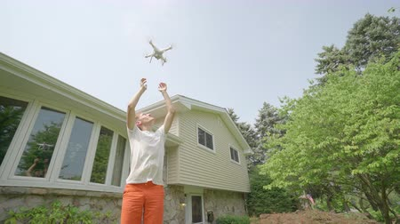 posta ücreti : Drone take off from young mans hands. Drone or quadcopter in an American home Stok Video