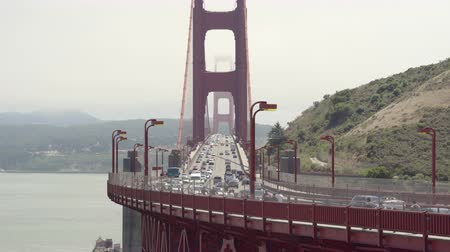 süspansiyon : Heavy traffic on the Golden Gate bridge - August 2017: San Francisco, California, US