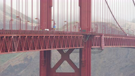 sierpien : Foggy, misty golden Gate bridge - August 2017: San Francisco, California, US