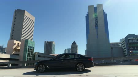 poste de sinalização : Driving through Miami traffic. Pov driving on the Miami streets, roads - March 2018: Miami, Florida, US Vídeos