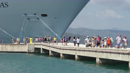 obter : Passengers embark and disembark a big cruise ship in a Caribbean port - Haiti