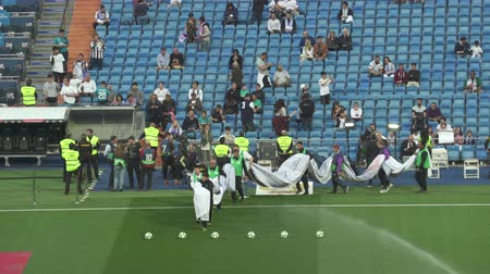 lucifer : Voetbalspel in Santiago Bernabeu voetbalstadion - april 2018: Madrid, Spanje