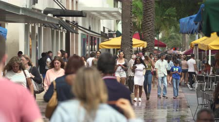 eatery : Miami beach cityscape. Busy Lincoln road, shopping street - Miami, Florida Stock Footage