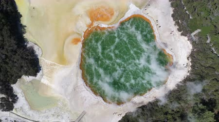 géiser : Aerial of hot spring, steamy geothermal basin - New Zealand, Waiotapu Vídeos