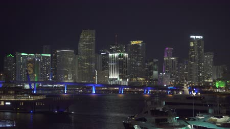 небоскреб : Yacht in the harbor, and the Miami cityscape background, skyline at night Стоковые видеозаписи