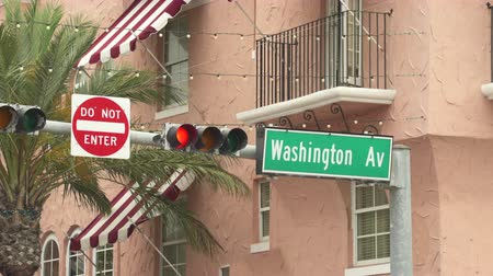 letreros : Signo de la calle Washington avenue en Miami Beach - Miami, Florida Archivo de Video