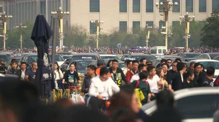 peking : Chaotic, crowded Beijing. Crowded, busy street. Traffic in Tiananmen square - March 2017: Beijing, China Dostupné videozáznamy