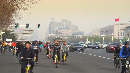 peking : Crowd of cyclists in smoggy Beijing, China. Crowded street scene - March 2017: Beijing, China