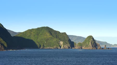еж : New Zealand rocky coastline. Doubtful sound landscape Стоковые видеозаписи