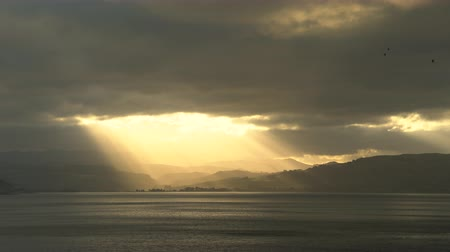 еж : Stunning sunshine at sea. Landscape of New Zealand coastline in storm