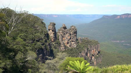 australian landscape : Blue mountains, three sisters rock - Australia