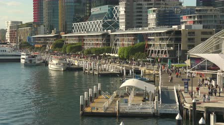 darling : Sydney downtown. Darling harbor walkway - March 2017: Sydney, Australia