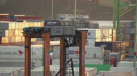 kontenery : Industrial container port. Close up for the moving loader - March 2017: New Zealand