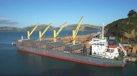 marcha : Timber loading port cargo ship - March 2017: New Zealand