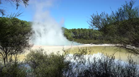 geologia : Geothermal steam, boiled water pool - New Zealand, Rotorua, Waiotapu