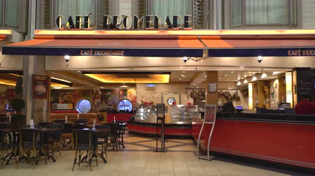 бортовой : Cruise ship inside view. Coffee shop in the promenade - Royal Caribbean Стоковые видеозаписи